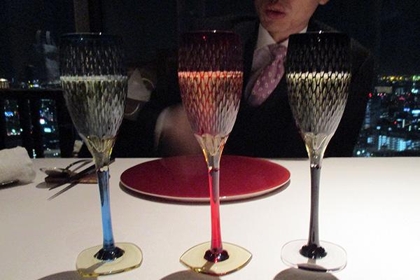 米つなぎシャンパングラス(瑠璃・紅・黒)